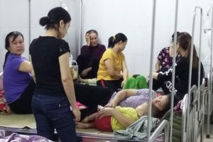 Khoảng 100 trẻ mầm non phải nhập viện do nghi ngộ độc thực phẩm