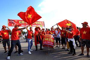 Cổ động viên đổ về sân Mỹ Đình chờ đón trận Việt Nam - Malaysia