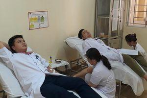 Bác sĩ hiến máu cứu bệnh nhân: Nơi nhận trái đắng, nơi hái quả ngọt!