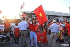 Người người đổ về sân vận động, Mỹ Đình đỏ rực như chảo lửa