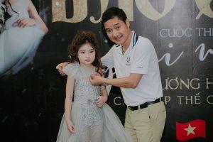 'Huyền thoại bóng đá Việt' Hồng Sơn tháp tùng con gái đi trình diễn thời trang