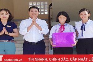 Nhặt được 30 triệu đồng, nữ sinh nghèo ở Hà Tĩnh tìm người trả lại