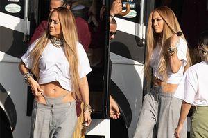 Jennifer Lopez gây sốc khi lăng-xê trang phục quái lạ