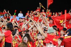 Hình ảnh ấn tượng của cổ động viên Việt Nam ở trận gặp Malaysia