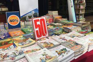 Đường sách TP Hồ Chí Minh giảm tới 50% giá sách dịp 20/11