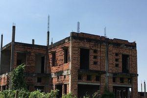 Thành phố 'ma', rạp hát bỏ hoang 'cày nát' đất vàng Đồng Nai