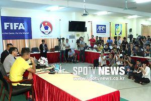 Báo Hàn Quốc choáng với họp báo Việt Nam vs Malaysia
