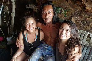 Bất ngờ 'người rừng' sống trong hang động không điện nước nhưng toàn tán được gái xinh