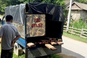 Truy đuổi xe chở gỗ lậu, 3 kiểm lâm bị vây đánh trọng thương