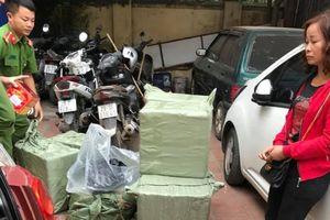 Người phụ nữ thuê taxi chở hơn 200kg pháo về Hà Nội tiêu thụ