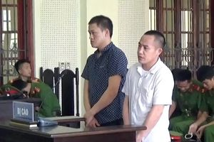 Người vợ 19 tuổi ôm con thơ tới tòa gặp chồng lần cuối