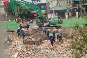 Phá dỡ hai khu nhà trên 'đất vàng' ở Thủ đô bỏ hoang hơn 10 năm