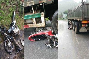 Xe container mất phanh cuốn 4 xe máy vào gầm, 4 người thương vong ở Lào Cai