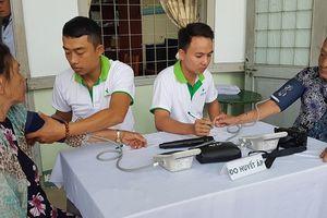 Khám và phát thuốc miễn phí cho người dân có hoàn cảnh khó khăn ở Đà Nẵng