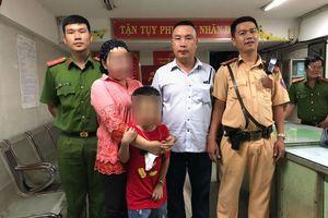 TP.HCM: Bé trai 7 tuổi dân tộc Chăm bị lạc sau trận bóng Việt Nam - Malaysia đã tìm được mẹ