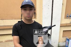 Đi xe máy 'lạ', không qua được mắt cảnh sát 141