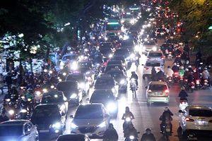 Mức phạt khi dùng đèn chiếu xa tham gia giao thông trong đô thị, khu đông dân cư