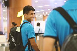 Đức Chinh cười tươi khi tới Myanmar