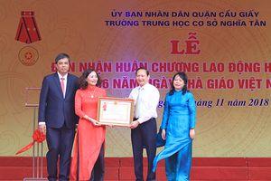 Trường THCS Nghĩa Tân đón nhận Huân chương Lao động Hạng Nhì