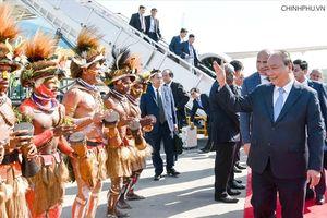 Thủ tướng Nguyễn Xuân Phúc đến Papua New Guinea, bắt đầu dự Hội nghị cấp cao APEC 26