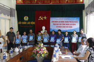 Công nhân Quảng Nam xúc động khi nhận được quà từ LĐLĐ TP.Đà Nẵng