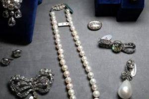 Chi gần nghìn tỷ đồng cho 'bảo vật' của hoàng hậu 'phóng đãng' nhất nước Pháp