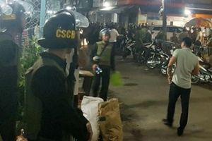Giang hồ dùng hung khí tấn công, bắt cóc thanh niên lên xe tra tấn