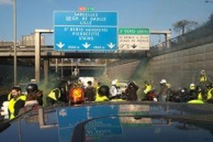 Giao thông tại Pháp đình trệ do biểu tình phản đối giá xăng dầu tăng