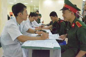 Gần 400 học viên, sinh viên Học viện Quân y tham gia hiến máu tình nguyện