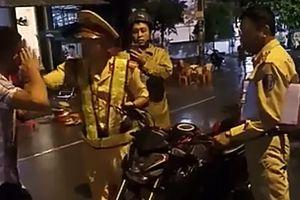 Vụ CSGT 'tự té ngã' ở Bình Định: Xử phạt hành chính 2 thanh niên 'cản trở người thi hành công vụ'