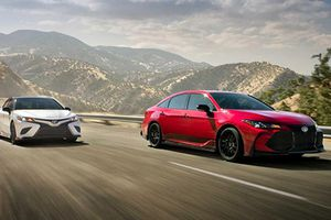 Chi tiết Toyota Camry và Avalon TRD phiên bản 2019