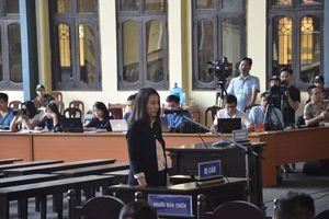 Xét xử vụ đánh bạc nghìn tỷ: Nữ Tổng giám đốc CNC khóc nức nở tại tòa