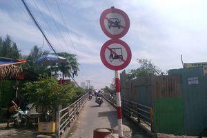 'Rùng mình' cây cầu xuống cấp, nguy cơ đổ sập ở Sài Gòn