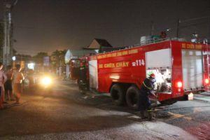 Xuyên đêm giải cứu 2 cháu bé và người vợ bị chồng nhốt trong nhà