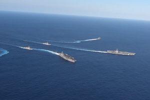 Hai tàu sân bay Mỹ khoe sức mạnh trên biển Philippines