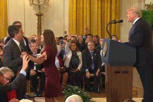 Phóng viên CNN cãi nhau với tổng thống Trump nhận lại thẻ tác nghiệp