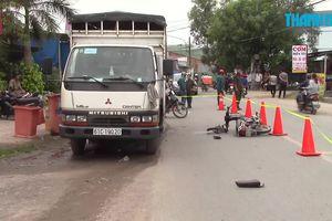Tông đuôi xe tải, thiếu niên 14 tuổi chạy xe máy tử vong