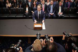 Mark Zuckerberg mất hơn 17 tỉ USD vì Facebook trượt không phanh