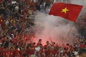 Việt Nam đối diện án phạt nặng vì CĐV đốt pháo sáng