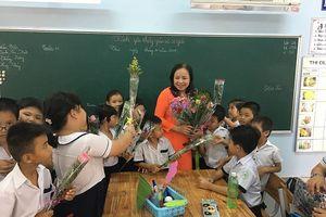 Bạn nghĩ gì trước trào lưu phụ huynh tặng quà thầy cô trên lớp?