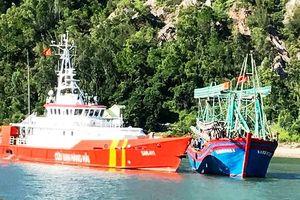 Nghệ An: Cứu thuyền viên đau bụng dữ dội trên biển, phát tín hiệu cấp cứu