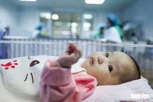 Bé gái bị bỏ rơi 4 tháng tại BV Phụ sản Trung ương đã về với gia đình