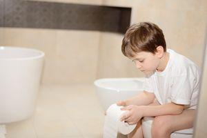 Trẻ bị tiêu chảy, uống ORESOL và chăm sóc thế nào