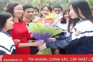 Muôn tấm lòng tri ân thầy cô của học sinh Hà Tĩnh