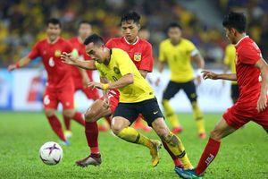 Malaysia nhận 'gạch đá' với lối đá bạo lực trong trận thua Việt Nam