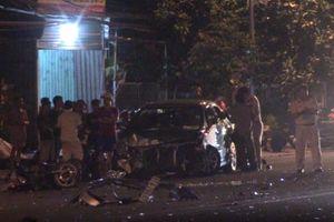 Bình Dương: Ô tô con va chạm với container bị mất lái, gây nên tai nạn liên hoàn