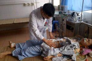 Bệnh viện tuyến huyện cứu sống bệnh nhân bị thanh gỗ đâm thủng bụng, đã chết lâm sàng