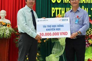 Báo Đầu tư trao học bổng tại Bình Thuận