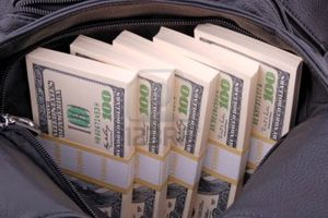 Nhặt được túi tiền, người đàn ông đi ngay tới ngân hàng làm 1 điều khiến ai cũng nể phục
