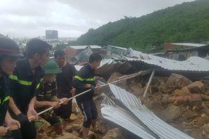 Nha Trang chìm trong nước, 12 người chết do mưa lũ